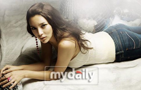 Hoa hậu Hàn Quốc 2000 khoe đường cong