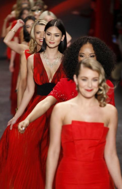 Hoa hậu Hoàn vũ 2015 'đắt show' ở Tuần thời trang New York