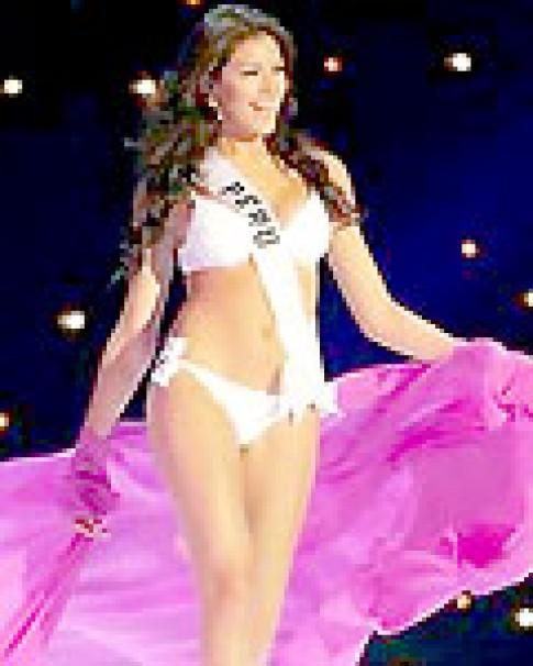 Hoa hậu Hoàn vũ quyến rũ trong trang phục áo tắm
