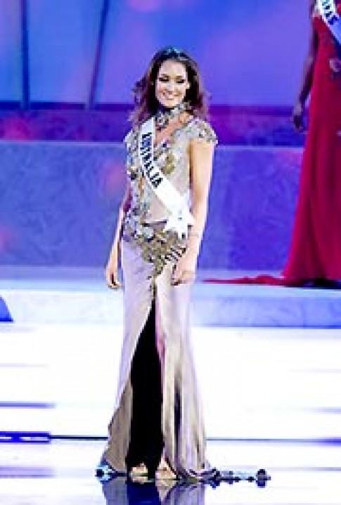 Hoa hậu Hoàn vũ rực rỡ trong trang phục dạ hội