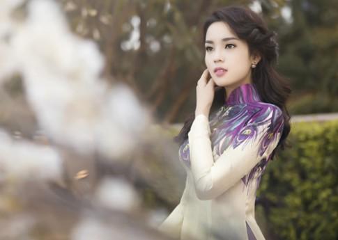Hoa hậu Kỳ Duyên dịu dàng đón xuân