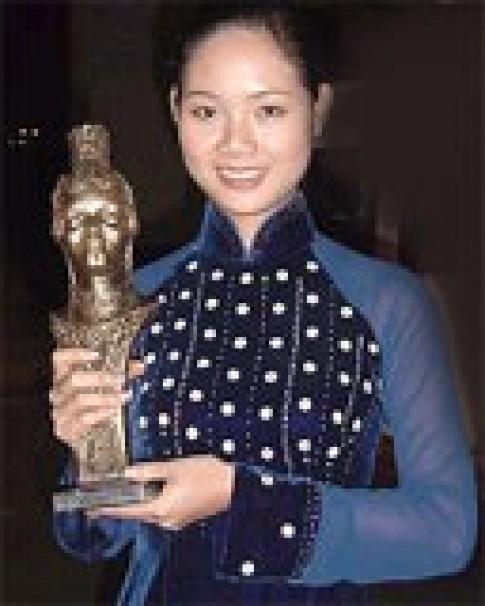 Hoa hậu Mai Phương về đến Hà Nội