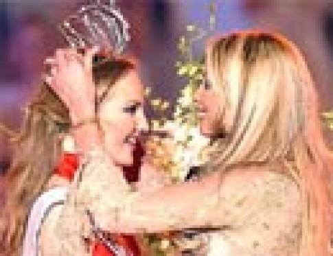 Hoa hậu Nga giành vương miện Hoa hậu châu Âu 2002