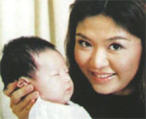Hoa hậu Nguyễn Thu Thủy hạnh phúc khi làm mẹ