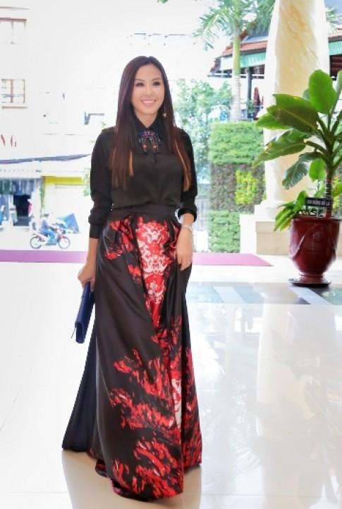 Hoa hậu Thu Hoài diện đầm hàng hiệu
