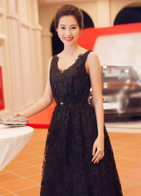Hoa hậu Thu Thảo, ca sĩ Thủy Tiên trang điểm đẹp nhất tuần