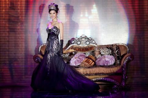 Hoa hậu Thùy Dung quyến rũ trong 'Đêm hội chân dài'
