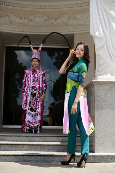 Hoàng Anh mặc áo dài lấy cảm hứng từ tuồng cổ