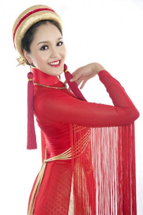 Hoàng Anh mang áo dài 'Sen Việt' dự Miss Earth