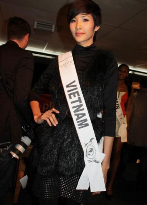 Hoàng Thùy cao nổi trội tại Top Model of the World