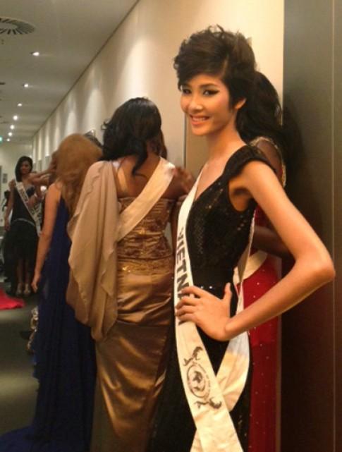 Hoàng Thùy vào top 15 Model of the World