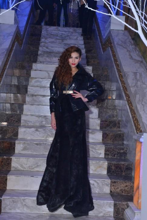 Hoàng Yến bí ẩn với đầm đen