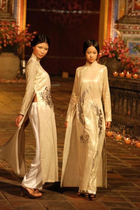 Hồn xưa trong lễ hội áo dài Huế