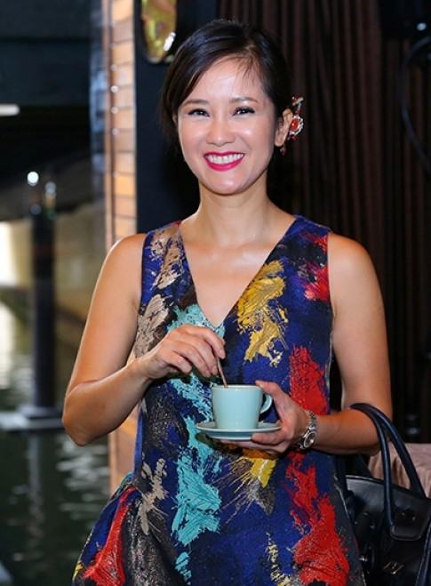 Hồng Nhung vào top sao trang điểm xấu tháng 10 với gương mặt bóng