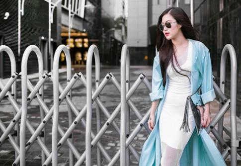 Hương Tràm xuống phố với áo khoác dài