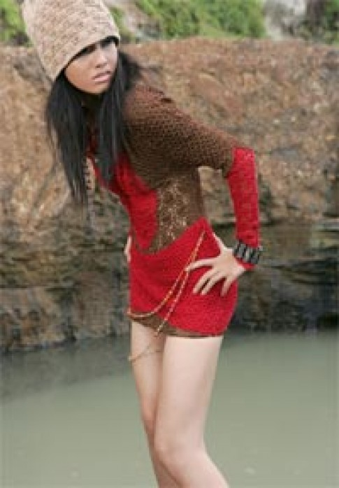 Hữu Lợi với những gam màu đậm nét thiền Tây Tạng