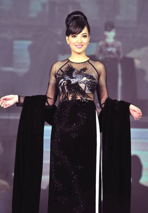 Huỳnh Bích Phương mặc áo dài 105 triệu đồng
