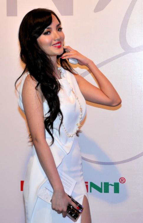 Huỳnh Bích Phương mặc váy lộng lẫy nhất đêm hội