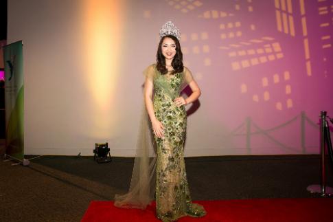 Jennifer Chung lộng lẫy trong đêm 'Miss Asia American'