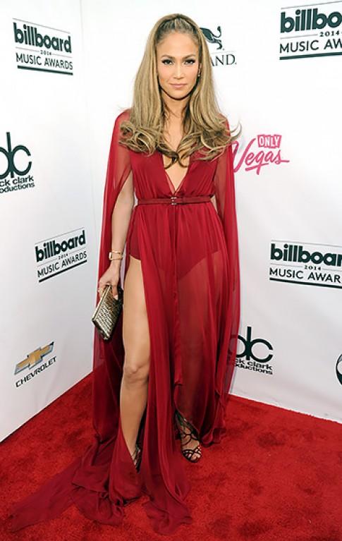 Jennifer Lopez lộng lẫy bên người tình trên thảm đỏ Billboard