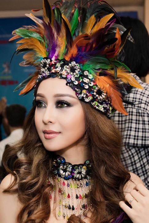 Jennifer Phạm, Phạm Hương trang điểm đẹp nhất tuần