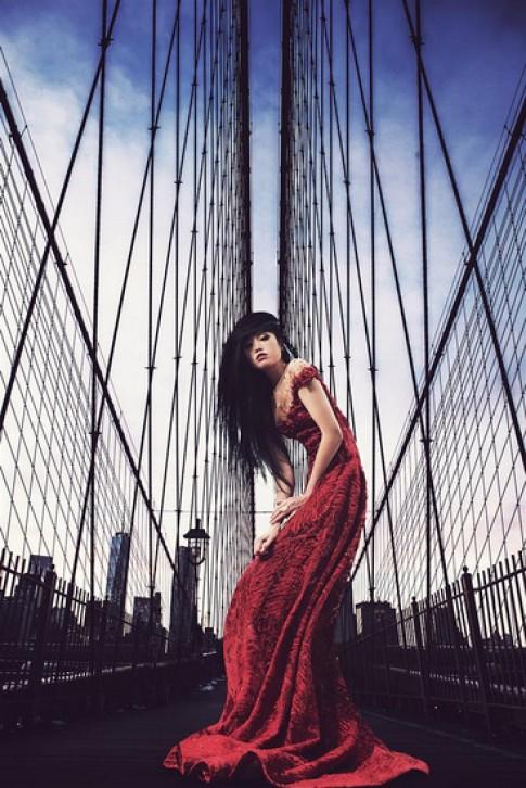 Jessica Minh Anh làm sàn catwalk năng lượng mặt trời