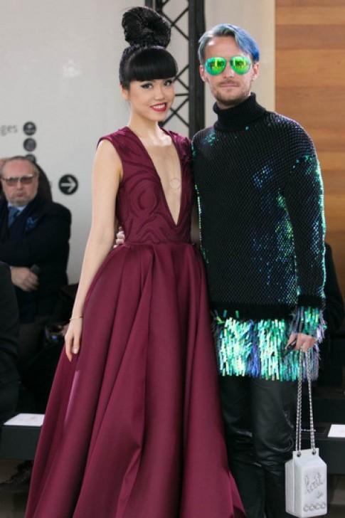 Jessica Minh Anh liên tục ngồi ghế VIP tại Tuần thời trang Paris