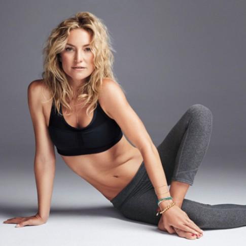 Kate Hudson tập pilates suốt 15 năm để vòng bụng phẳng lỳ