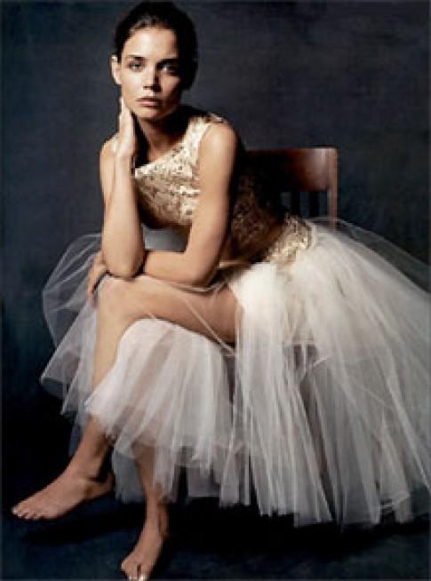 Katie Holmes chọn váy cưới hiệu Armani