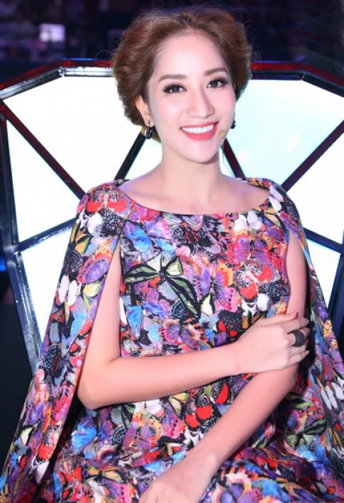 Khánh Thi diện váy hàng hiệu chấm thi