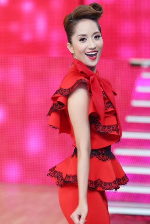 Khánh Thi duyên dáng trên ghế nóng Bước nhảy hoàn vũ 2013