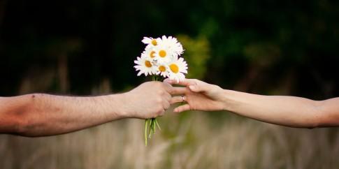 Khi sợ yêu, người ta chỉ muốn tìm một mối quan hệ không rõ ràng...