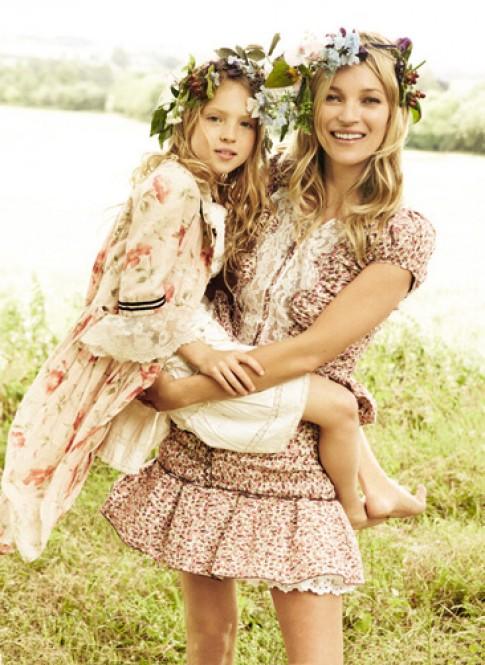Khoảnh khắc ngọt ngào bên con cái của các người mẫu