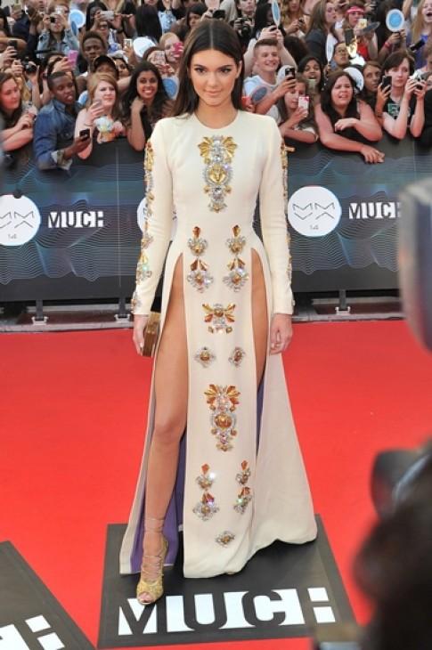 Khoảnh khắc thời trang đáng nhớ nhất 2014 của Kendall Jenner