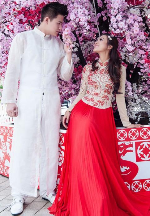 Kim Dung diện áo dài cách điệu trên phố xuân