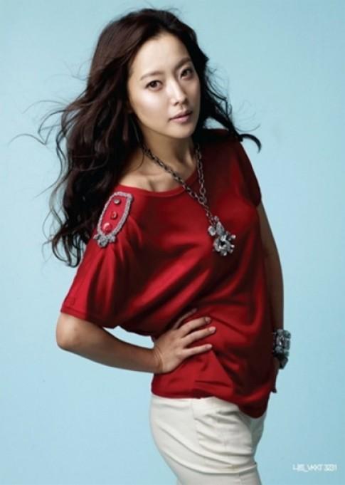 Kim Hee Sun tươi mới với thời trang hè