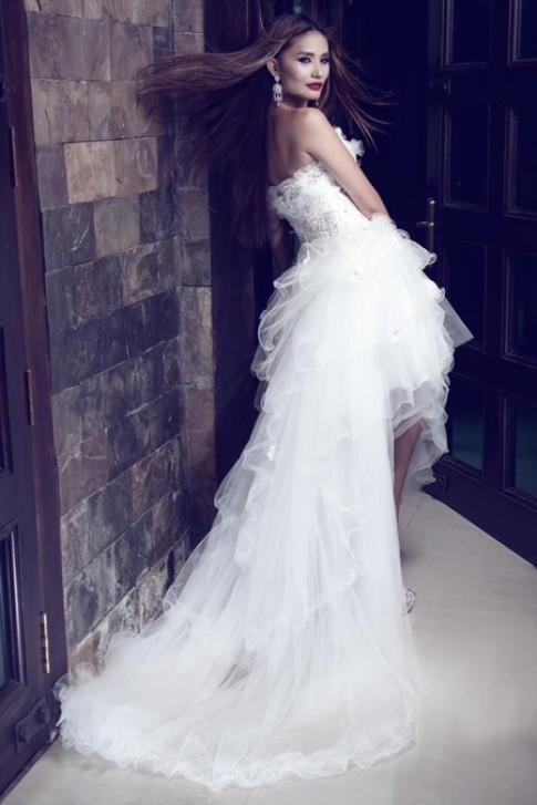 Kim Minh mặc váy cưới vẫn cá tính