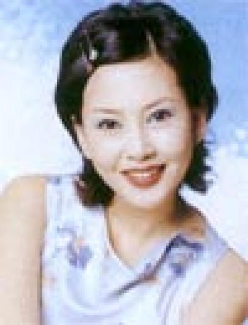 Kim Nam Joo và 4 cách trang điểm quyến rũ