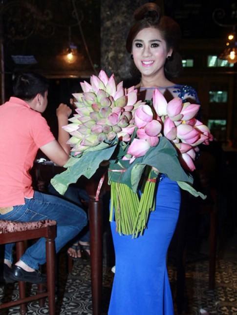 Lâm Chi Khanh thay ba bộ váy trong ngày sinh nhật