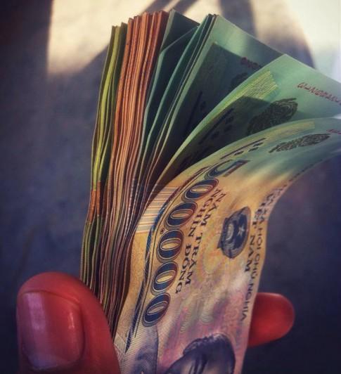 Làm ơn! Ai dạy cho tôi biết cách tiêu tiền!