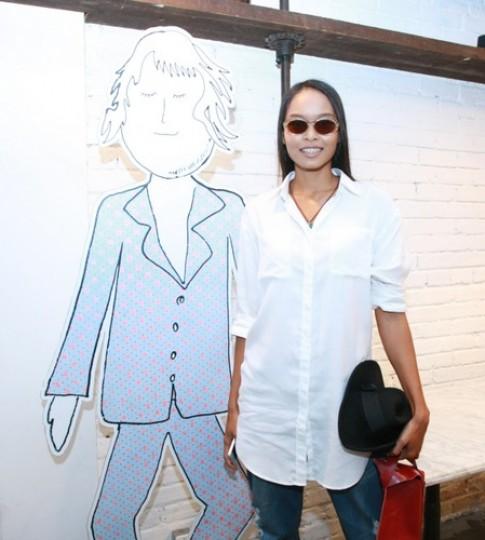 Lâm Thu Hằng chỉ đạo catwalk trong show thời trang tóc