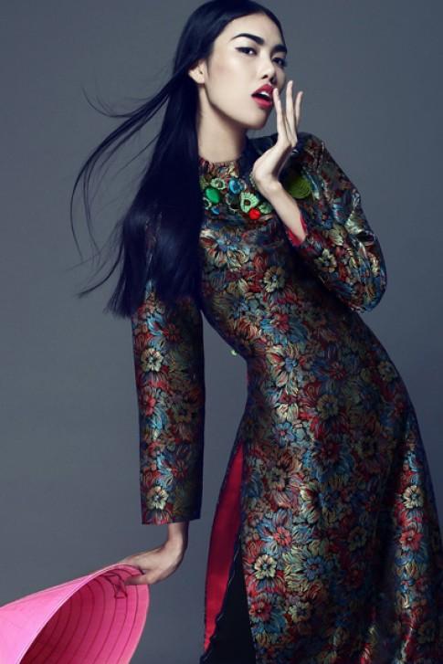 Lan Khuê đa dạng cảm xúc với tà áo dài gấm