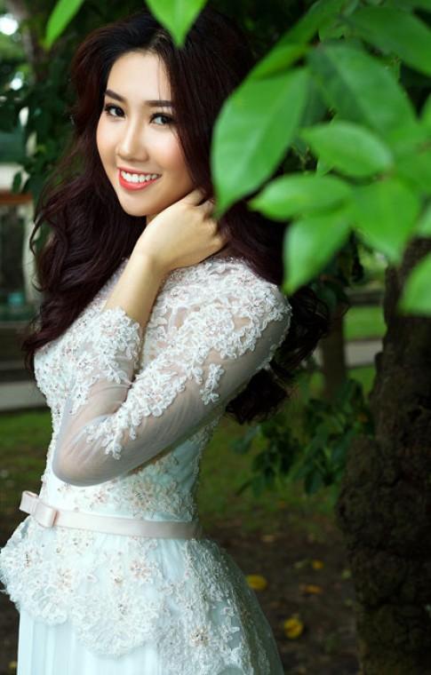 Lê Huỳnh Thúy Ngân lộng lẫy với áo dài cưới
