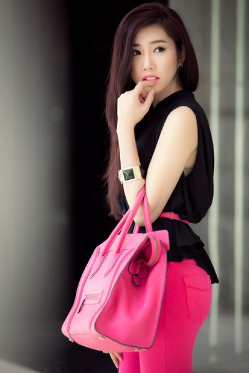 Lê Huỳnh Thúy Ngân tươi tắn với thời trang dạo phố