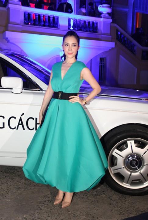 Linh Nga diện váy xanh bồng bềnh