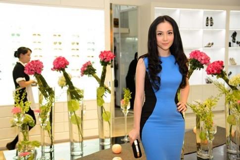 Linh Nga quý phái với đầm xanh