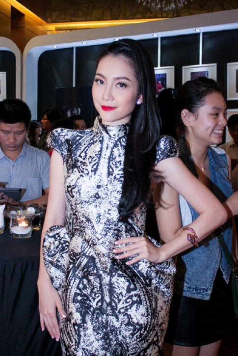Linh Nga thay 3 váy trong một sự kiện