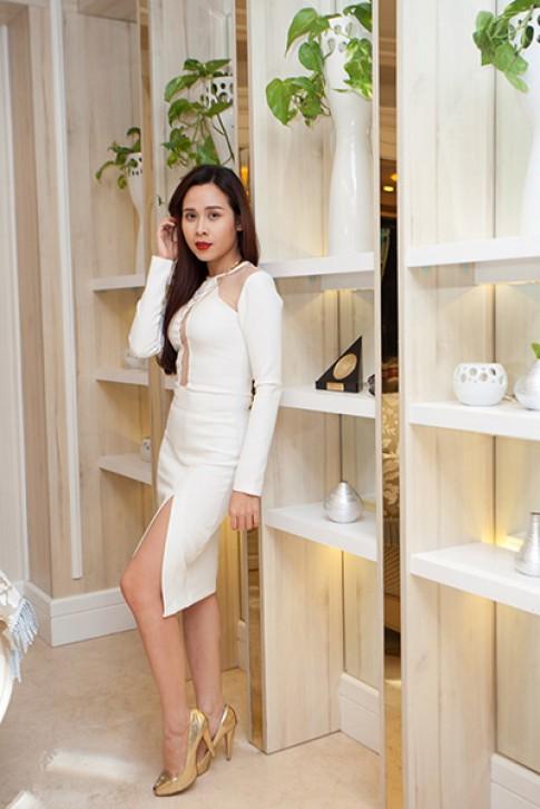 Lưu Hương Giang mặc váy hở táo bạo