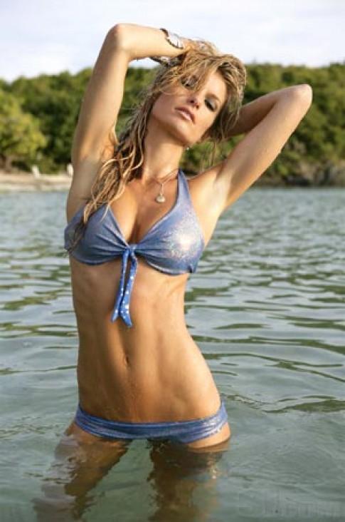 Marisa Miller gợi cảm trong bộ bikini thực và ảo