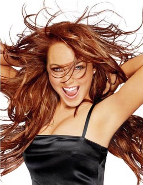 Mẫu thiết kế của Lindsay Lohan bị chê quê mùa